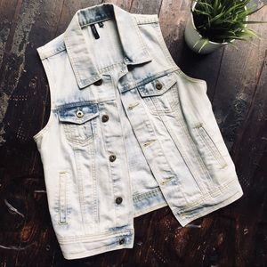 QUINN Denim Light Wash Jean Vest SMALL EUC
